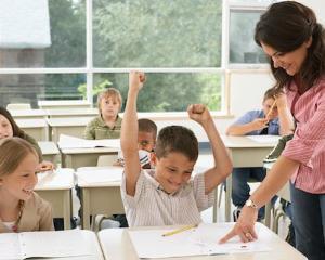 Studiu: Profesorii romani, mai respectati de parinti decat de elevi
