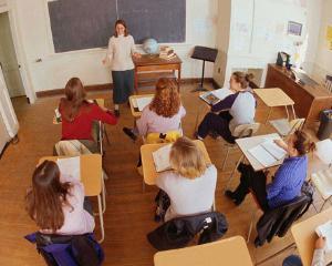 Cat castiga profesorii romani, in comparatie cu cei din alte state europene