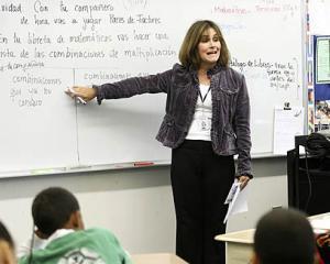 Salariile profesorilor cresc cu 50 la suta intr-un singur an