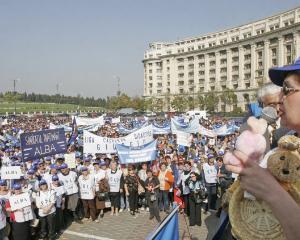 Peste 10.000 de profesori au primit aprobarea pentru a iesi in strada la 6 noiembrie