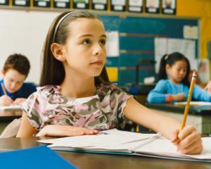 Programa scolara se modifica din nou: mai putine discipline de studiu pentru elevi