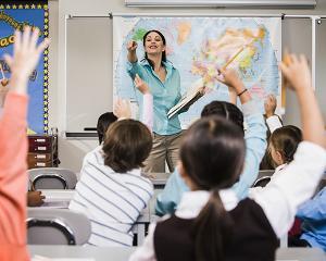 Proiect: cum vor fi protejati profesorii de agresiunile elevilor si ce drepturi noi le revin