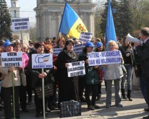 Profesorii din intreaga tara au iesit in strada dupa ce le-au fost incalcate drepturile