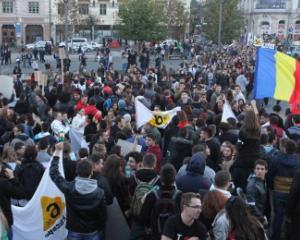 Studentii cer demisia ministrului Educatiei: protestul care a scos 200 de studenti pe strazile Clujului