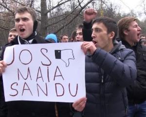 Elevii protesteaza pentru scurtarea vacantelor si pentru regulile dure impuse la Bac