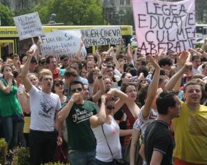 Protestele in educatie continua. Studentii ies in strada si solicita 6% din PIB pentru invatamant
