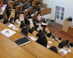 Guvernul nu va aloca 6% din PIB pentru Educatie in 2014. Studentii anunta proteste in toata tara