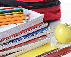 Primii elevi care beneficiaza de rechizite gratuite in noul an scolar
