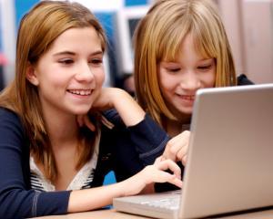 Retelele de socializare indeamna la relatii de prietenie superficiale pentru copii