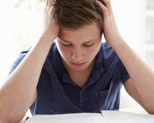 De ce lipsesc tot mai multi elevi de la Evaluarea Nationala. Clasamentul judetelor cu cele mai bune rezultate