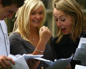 Guvernul premiaza elevii cu media 10 la BAC si Evaluare Nationala