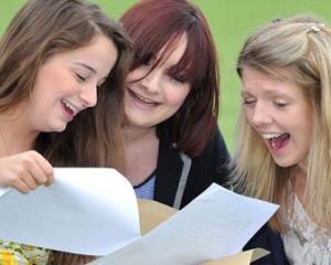 Simulare BAC 2016: Mai putin de 40%  dintre elevii de clasa a XII-a au obtinut note de trecere