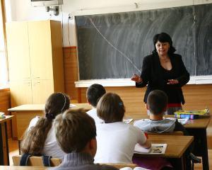 Ministrul Educatiei anunta cresterea salariilor profesorilor