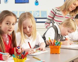 Starea de bine a elevilor si relatia cu comunitatea, factorii principali pentru evaluarea scolilor