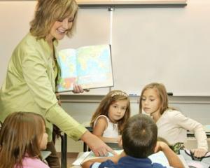 10 ani de implementare a programului de sprijin pentru educatie Din nou la scoala