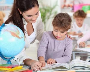 Elevii de clasa I si a II-a incep scoala fara manuale: ce vor face in primele saptamani de scoala