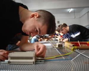 Inscrieri peste numarul de locuri la scolile profesionale de mecanica, electronica si electrotehnica
