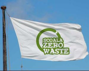 Scoala Zero Waste. Concurs cu premii pentru elevi: table interactive, calculatoare, videoproiectoare