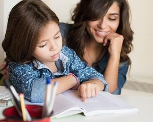 10 modalitati prin care sa iti ajuti copilul la teme