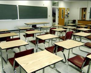 Scoli inchise de la 15 septembrie, din cauza numarului mic de elevi