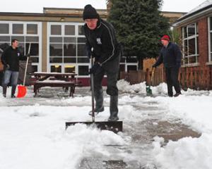17 scoli si-au suspendat cursurile din cauza drumurilor inzapezite