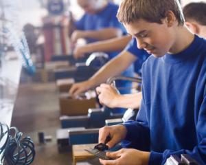 Scolile profesionale, tot mai cautate de absolventii claselor a VIII-a: ce avantaje aduc elevilor