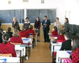 Primarul din Suceava acorda 1.000 de burse elevilor si investeste 1,5 milioane de euro in educatie