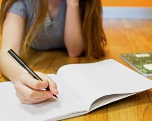 Sfaturi pentru elevi: scrisul de mana, secretul succesului la invatatura