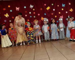 Ministerul Educatiei: Profesorii pot organiza in continuare serbari scolare in preajma sarbatorilor