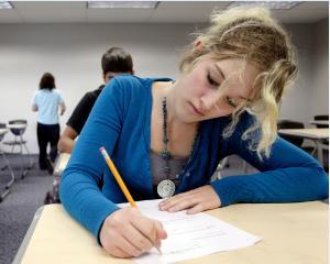 Simularea examenului de BAC s-ar putea repeta, din cauza rezultatelor slabe