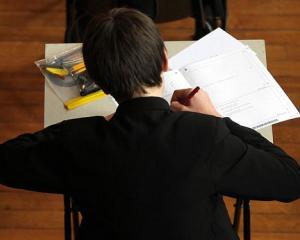 Ministrul Educatiei: Simularile ajuta la cresterea performantei si calitatii sistemului de invatamant