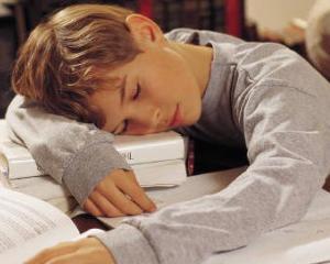 Somnul, secretul succesului la scoala. Cum ajuta odihna procesul de invatare si memorare la elevi