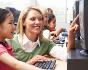 Angajatii din invatamant pot beneficia din nou de spor pentru calculator
