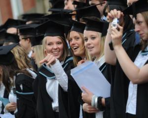 Numarul studentilor romani s-a injumatatit in ultimii ani