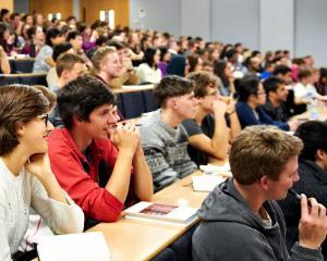 Sudentii vor un sistem educational curat si condamna atitudinea Parlamentului si a anumitor universitati cu privire la studiile doctorale