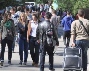 Vesti bune pentru studenti: de la 1 decembrie vor plati mai putin pentru camin si cantina