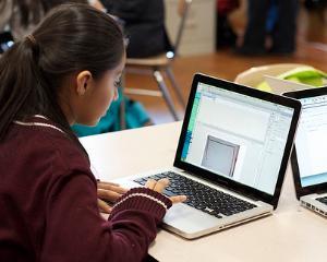 Studiul bazat pe calculator, tot mai preferat de profesori si elevi. Ce beneficii aduce scolarilor
