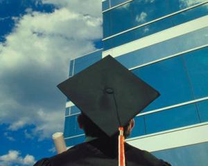 Firmele care angajeaza absolventi de liceu si facultate, promotia 2014, primesc subventii de la stat