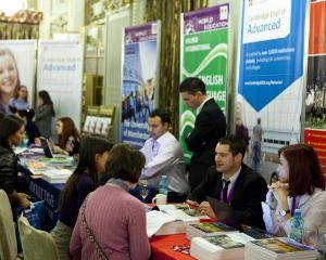 Programe de studiu noi, burse de 3.000 de lire sterline si admiteri pe loc la targul de universitati britanice de la Bucuresti