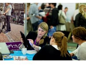 Elevii romani sunt asteptati la targul international World Education din Bucuresti