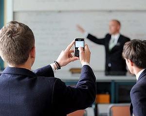 Aplicatia care va inchide telefoanele elevilor in timpul orelor
