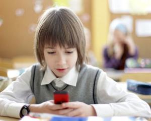Utilizarea smartphone-ului la scoala duce la note proaste