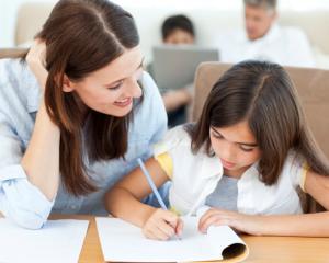 Ministrul Educatiei: Ordinul care reduce temele pentru elevi ii poate educa si pe profesori