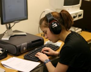 De ce nu e bine pentru elevi sa isi scrie temele pe calculator