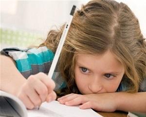 Copilul si temele de vacanta. Cum il puteti ajuta