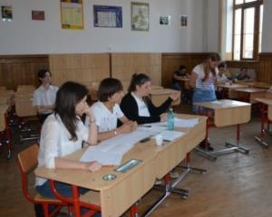"""Elevii de liceu participa la regionala de la Bucuresti a Concursului National """"Tinerii Dezbat"""""""