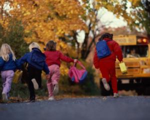 Transportul scolarilor ar putea fi scutit de taxele obligatorii transportului de persoane