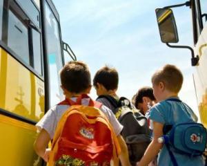 Elevii din Covasna si-au recuperat primii bani pentru naveta scolara