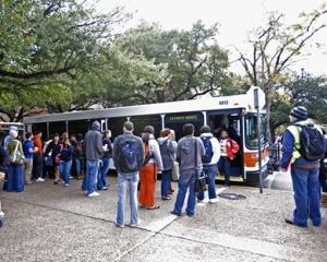 Reducere de 50% la transportul in comun pentru toti studentii de la buget