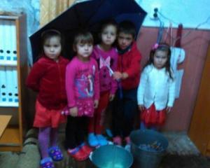 La gradinita cu ... umbrela. Ce se intampla intr-o gradinita din Romania